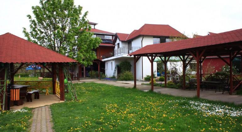 Near Cluj Casa Zanelor Floresti